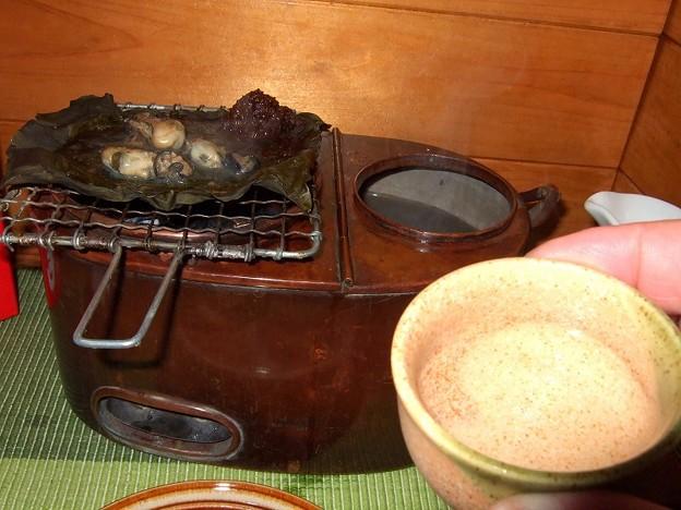 素焼きのぐい呑みと上燗酒 燗銅壺料理