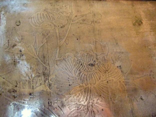 燗銅壺に謎の花模様が浮かび上がる!