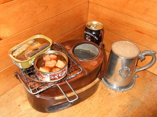 冷えたギネス 燗銅壺で缶詰を温めて