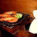 Photos: 燗銅壺でエビ焼き