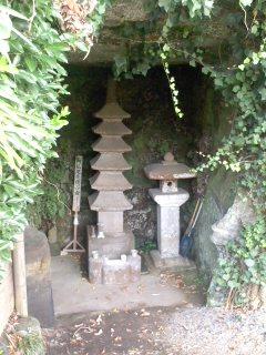 阿仏尼の墓。