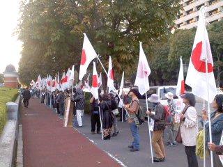 ずらり並んだ抗議の列(人権委員会設置法案反対)。