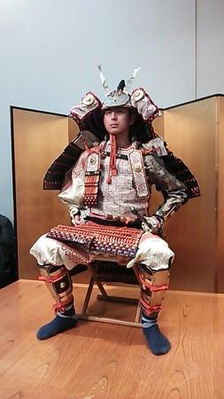 角田晶生 大鎧着座。