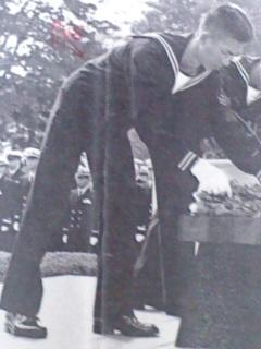 海士代表献花(平成20年10月20日)。