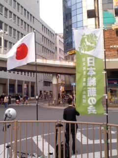 藤沢駅南口にて。