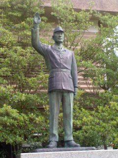 父の像(山梨縣護國神社、6月19日)
