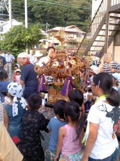 子供神輿、巡幸中(7月27日、市場町内会)