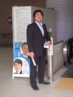 山本ともひろ議員(10月17日、大船駅)