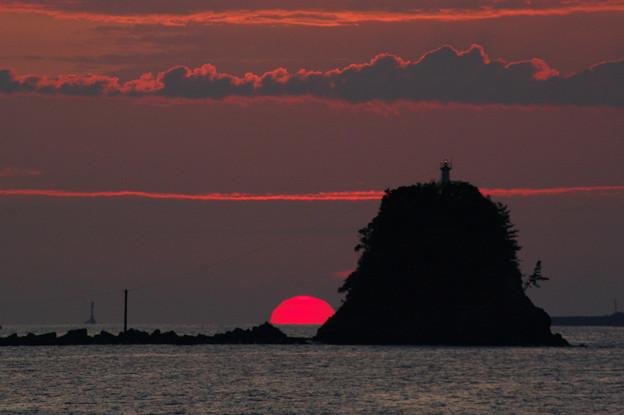 日の出の弁天島