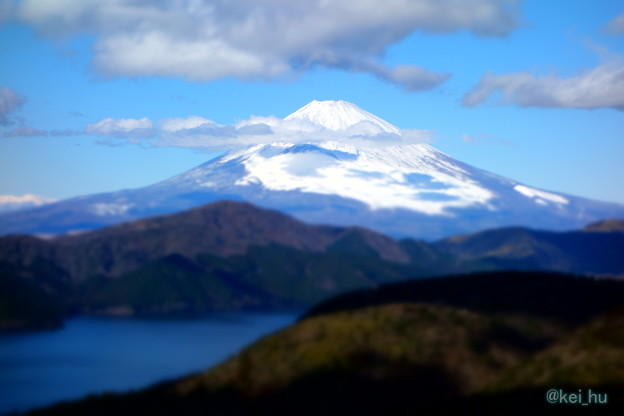 雪化粧の富士山と芦ノ湖
