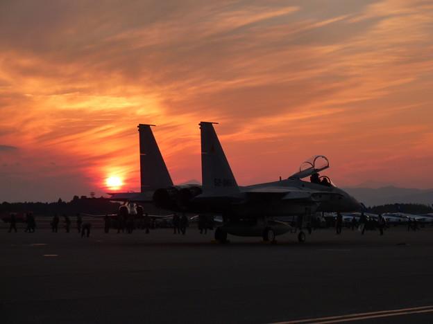 F-15と夕日