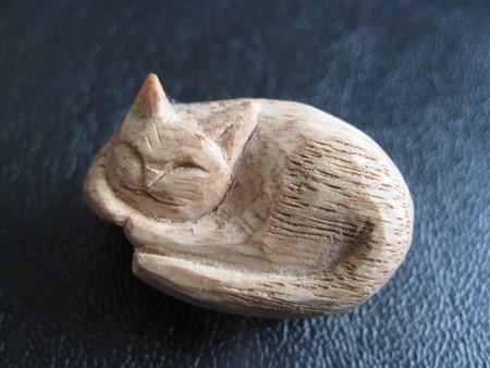 ハンドメイドの猫ブローチ