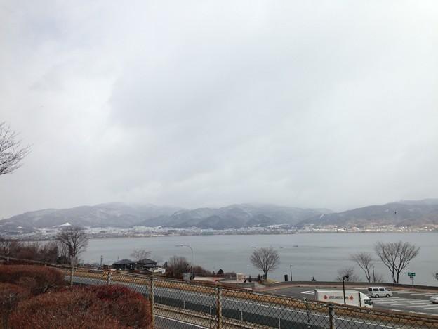 中央道諏訪湖SAより諏訪湖。雪。