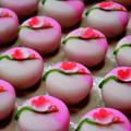 写真: 和菓子・紅梅~