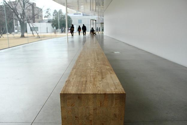 長いベンチ