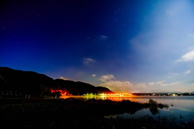 河口湖大橋と夜空