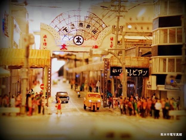 熊本の「街」、通町筋・下通(しもとおり)入口の模型。1960年代を再現しています。