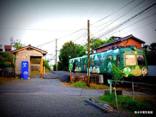 打越駅に停車する青ガエル。