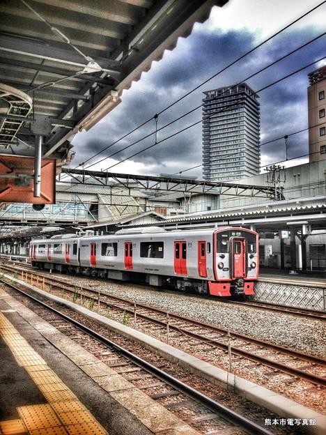 熊本駅に停車中の815系電車。