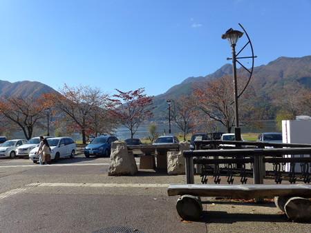 17 道の駅かつやまから見る河口湖