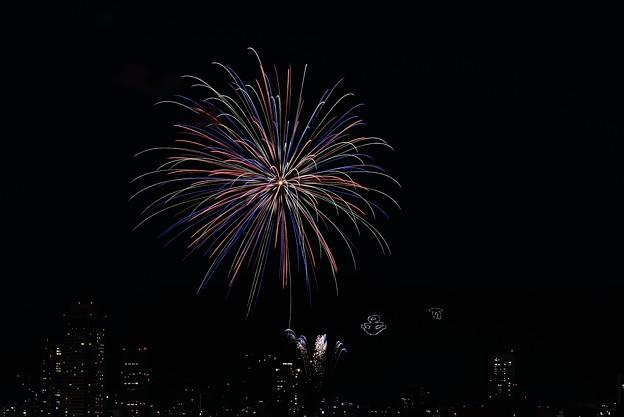 神戸市章と花火