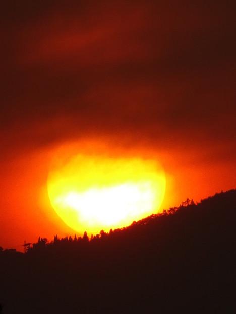 六甲山に落ちる夕陽