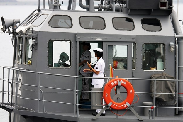 : 曳船YT72 艇長は女性自衛官