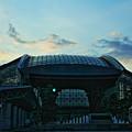 夕暮れの金沢駅  鼓門 もてなしドーム