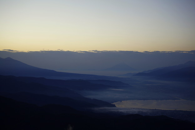 夜明け前 諏訪湖と富士山