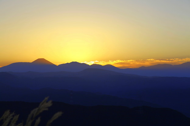日の出前  (アルプスの山並み)