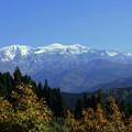 青空と冠雪の白山(秋と冬の同居)