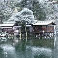 小雪降る兼六園  霞ヶ池と内橋亭