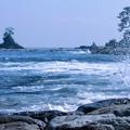 雨晴海岸  波  遠くに立山連峰(・・?)