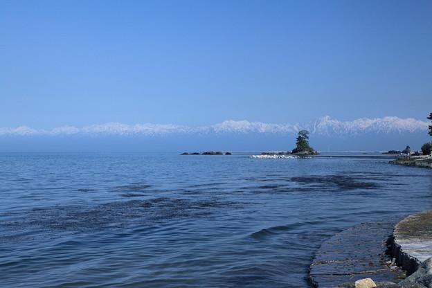 海から立山連峰