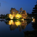 霞ヶ池に浮かぶ蓬莱島  兼六園初夏のライトアップ