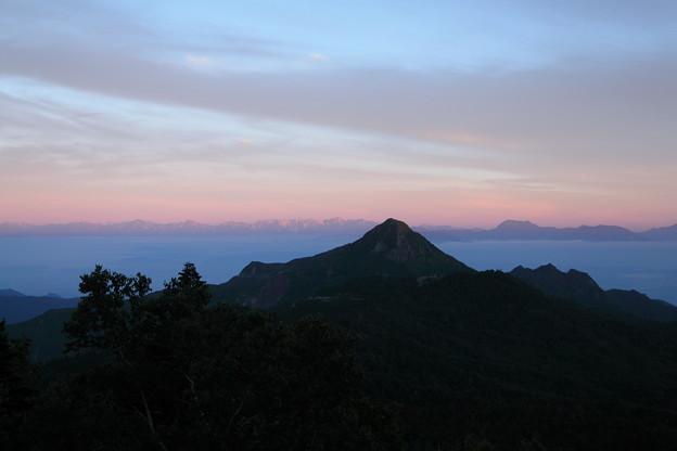 渋峠から 笠ヶ岳とアルプス