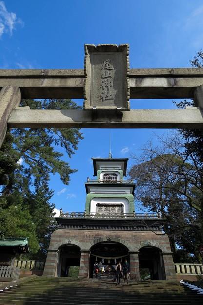 尾山神社 青空と神門 鳥居