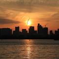 夕日と飛行機雲