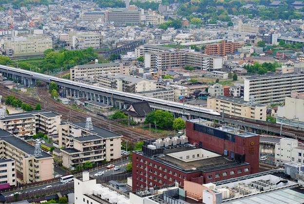 京都タワーから見たJR東海道新幹線