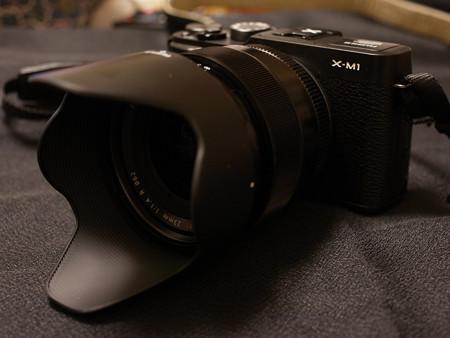 XM1にXF23mm フード