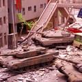 破壊された都会の町に戦車 特撮模型・・20120729