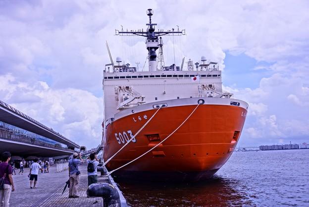 Photos: HDR 横浜港大桟橋に来た砕氷艦しらせ? 大桟橋から