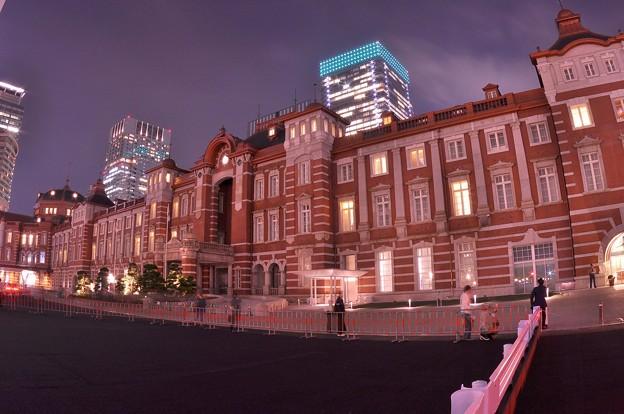 夜の東京駅駅舎・・魚眼で?