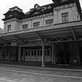 Photos: 時間が止まった感覚になるレトロな駅・・門司港 モノクロ
