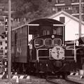 Photos: 門司港のトロッコ列車。。街を走る。。モノクロ
