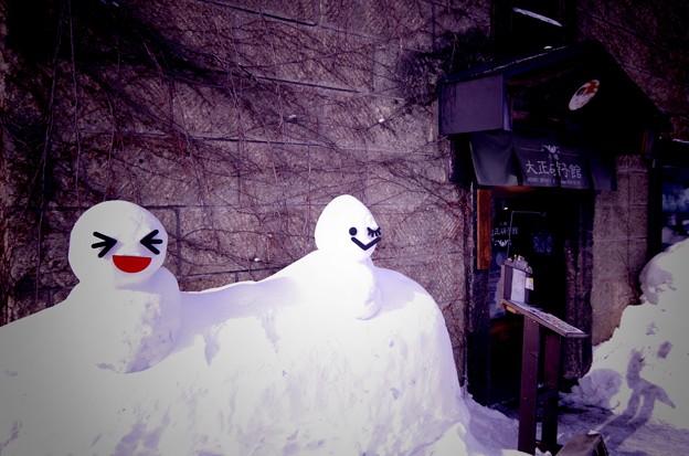 大正硝子館の前にある雪だるま・・小樽