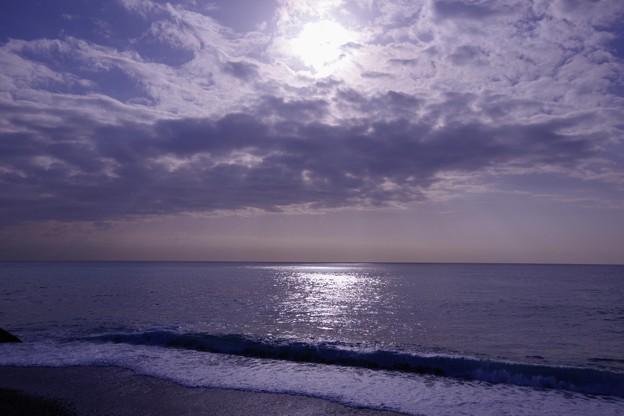 朝の湘南海岸の海から見た空?・・20130302