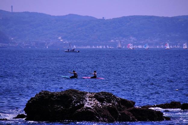 夏日だった日のGW。。女子2人サーフィンで楽しむ江ノ島の海・・20130428