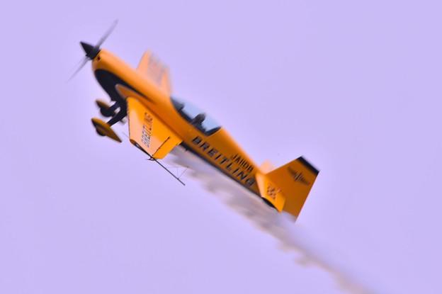 小名浜港の空を飛ぶBREITLINGジェットチームエクストラ300?・・20130512