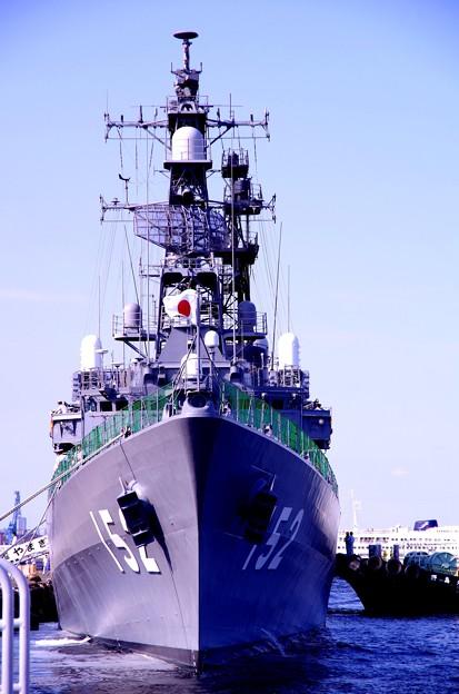 横浜の新港埠頭に接岸した護衛艦やまぎり・・20130607